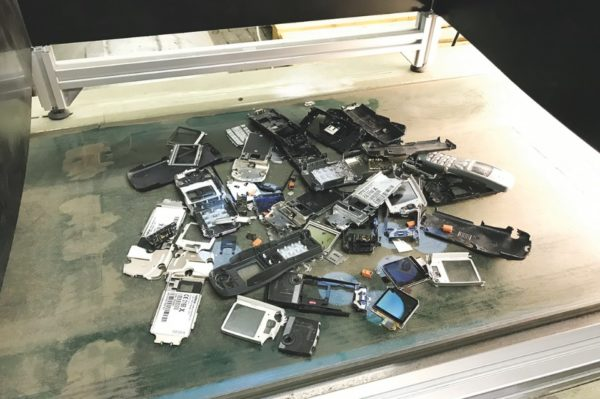 Taking electronic devices apart that are no longer in use to recover valuable raw materials – this is an essential objective of the EU project ADIR.